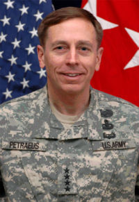 200px-David_H._Petraeus_2007.jpg