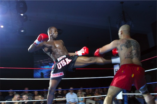 Kickboxing_kick_to_the_midsection%201.jpg